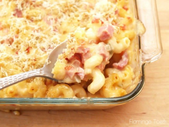 Baked-Macaroni-and-Cheese-with-Ham-750x562
